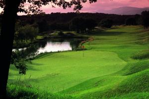 Поле для гольфа в Мужене