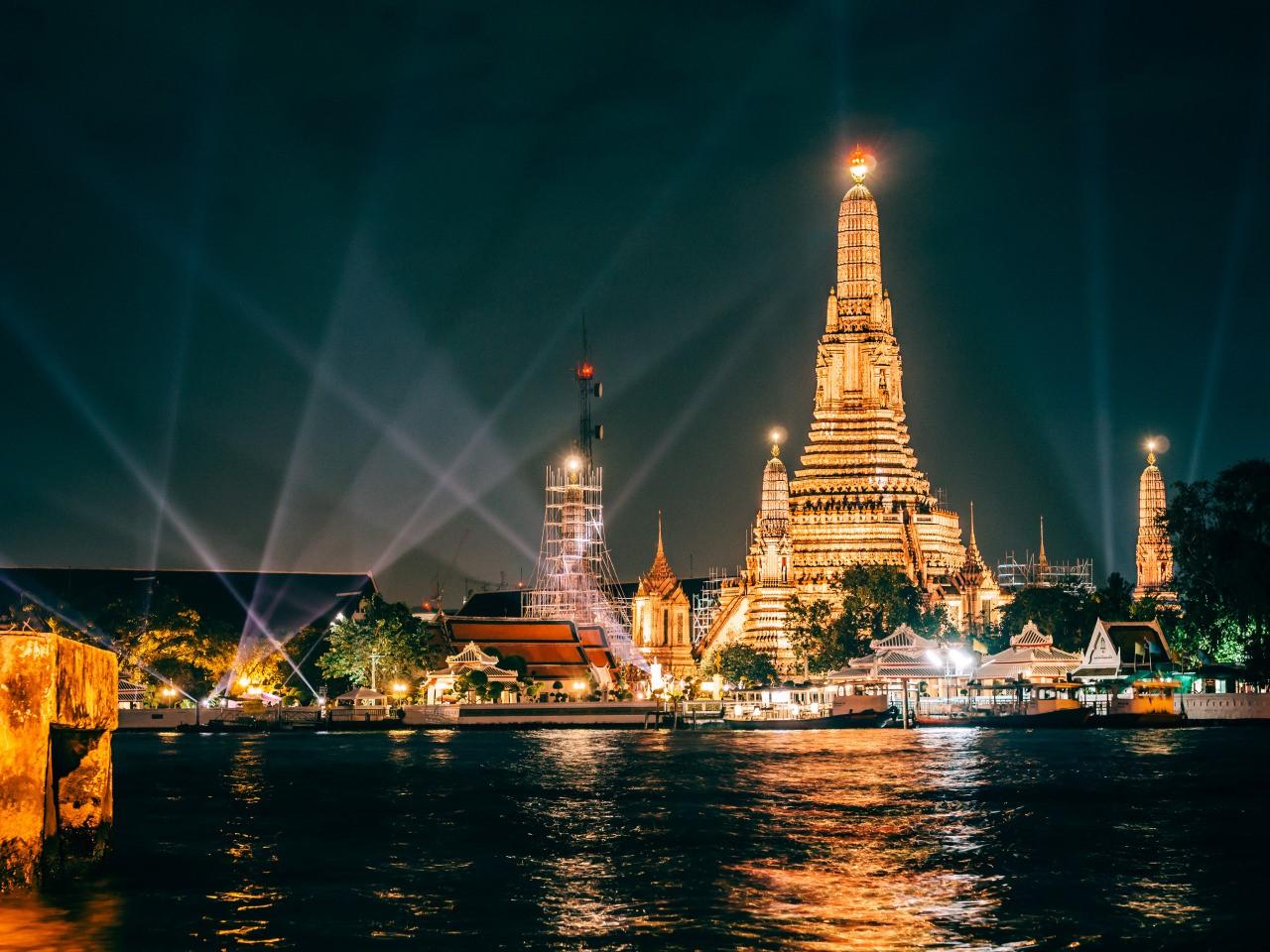 Ват Арун или Храм утренней зари в Бангкоке