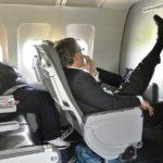 Что думают туристы о плате за выбор места в самолете