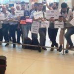 В аэропорту Стамбула запретили встречать пассажиров с табличками