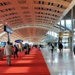 В парижских аэропортах введены санитарные нормы